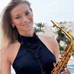 Saxophonist_Isabella_Romme_Anfragen_Buchen_Hannover